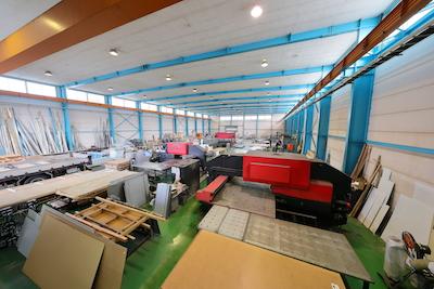 広いスペースを備えた自社工場