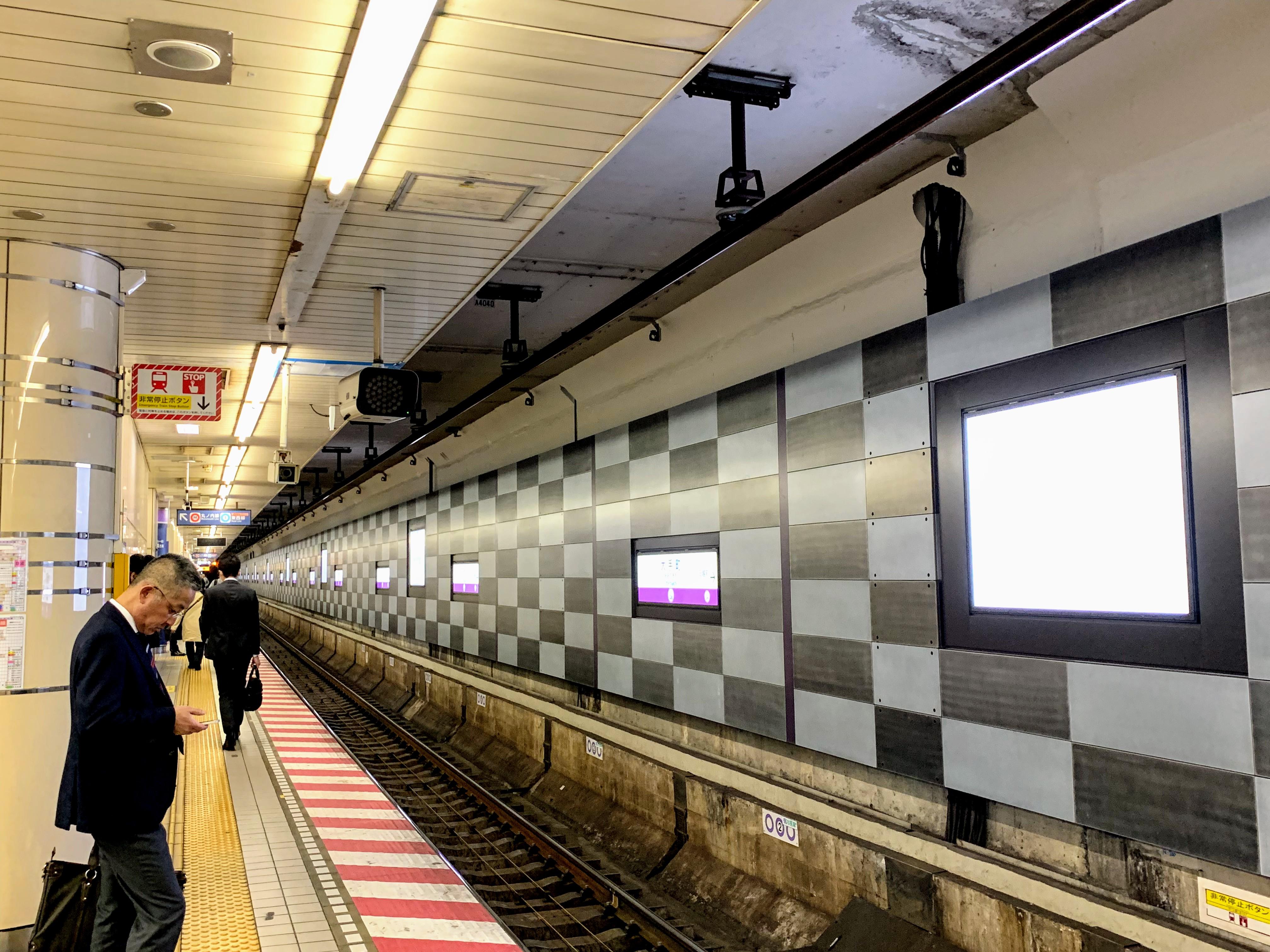 東京メトロ 半蔵門線大手町駅乗降場パネル